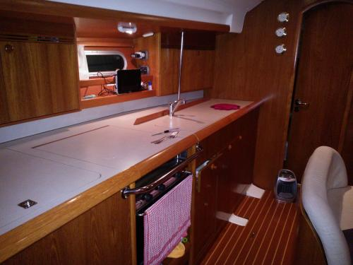 Cucina interni barca a vela da Santa Teresa di Gallura