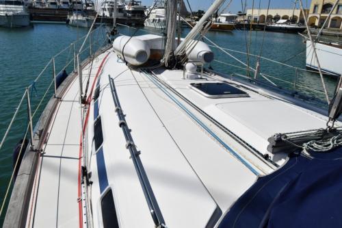Prua barca a vela nel porto di Palau