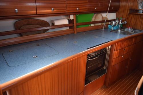 Interno cucina barca a vela a Palau